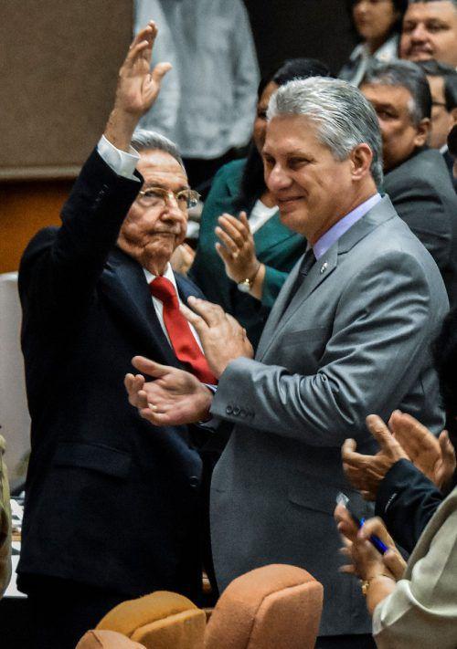 Díaz-Canel (rechts) galt schon lange als Nachfolger von Raúl Castro. AFP