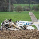 Tödlicher Flugzeugzusammenstoß in der Luft – Spurensuche läuft