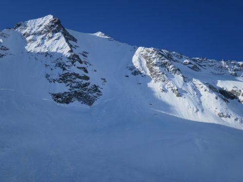 Die beiden Frauen wurden von den Schneemassen rund 200 Meter weit mitgerissen. Kapo