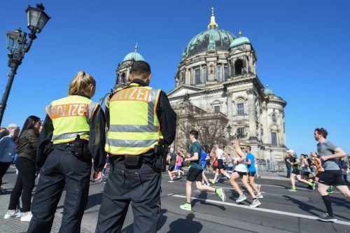 Die Berliner Polizei hat vier Männer festgenommen. dpa