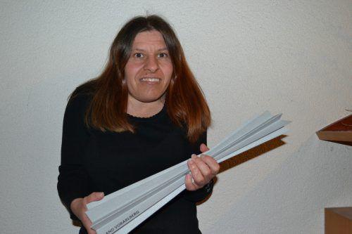 Die Bludenzerin Bettina Burtscher mit dem Pokal der Vorarlberger Sportlerin des Jahres 2018 bei den Special Olympics. BI