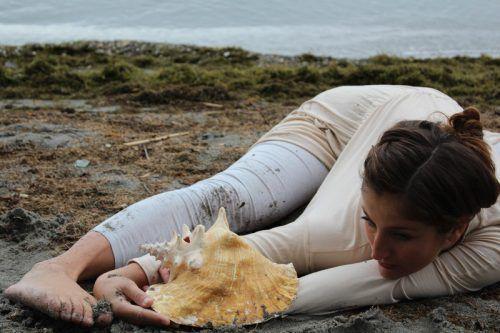 Die Choreografin Silvia Salzmann hat ein Stück für junges und älteres Publikum erarbeitet . SILVIA SALZMANN