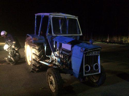 Die drei Bregenzerwälder hatten den Traktor unbefugt in Betrieb genommen und waren mit dem Gefährt auf der Fahrt in Richtung Mellau in einem Graben gelandet.