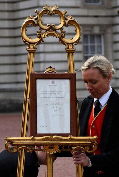 Die Geburt wurde auf einer goldenen Staffelei bekannt gegeben. AFP