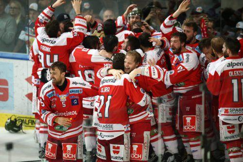 Die Geschichte hat sich wiederholt. Die Füchse aus Bozen jubeln nach einem 3:2-Sieg auf Salzburger Eis über den zweiten Titel in der Erste Bank Liga.gepa