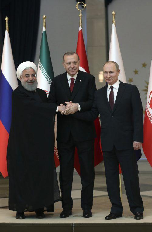 Die Präsidenten Rohani (v.l.), Erdogan und Putin haben unterschiedliche Interessen, demonstrierten in Ankara aber Einigkeit. AP
