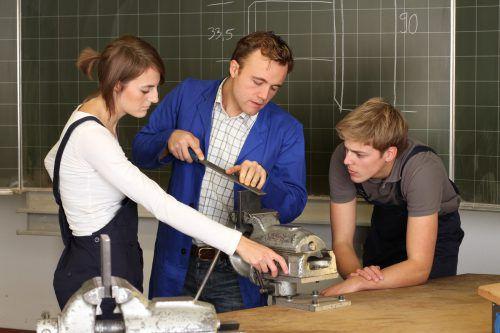 Eine handwerkliche Tätigkeit auszuüben ist das Hauptargument, um mit einer Lehre zu beginnen.