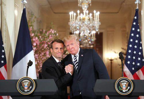 Emmanuel Macron sowie Donald Trump demonstrieren Einigkeit. Trotzdem sind Differenzen nicht zu übersehen.AFP
