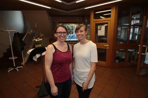 Fabienne Hopfner (l.) und Teresa Rädler waren beim Weltladenjubiläum dabei.