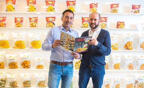 Thomas Schwarz (l.) und Clemens Grabher bilden die Geschäftsführung des Kartoffelspezialisten 11er und zeigen, was man mit und aus der Knolle alles machen kann. VN/Hartinger
