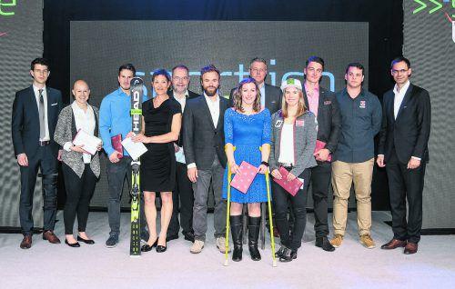 Gruppenbild von Vorarlberger Teilnehmern bei den Olympischen Spielen und Paralymics in Pyeongchang mit den Gewinnern des Sport-Quiz bei der Vorarlberger Sportnacht.Lerch