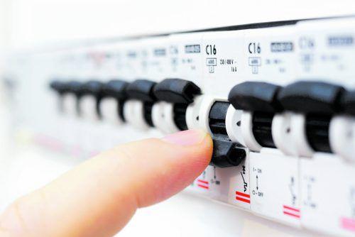 Hand aufs Herz, wer testet daheim zweimal jährlich den FI-Schalter?