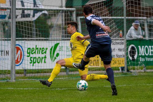 Hella-Goalie Kevin Fend war nicht nur im Spiel ein sicherer Rückhalt, sondern sicherte als Penalty-Killer seinem Verein den Sprung in das VFV-Cup-Halbfinale.vn