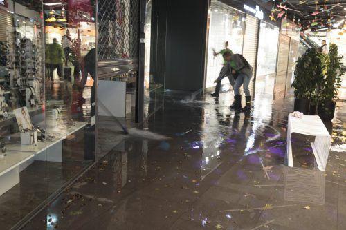 Im Einkaufszentrum Citypark stand das Wasser bis zu 30 Zentimeter hoch. APA
