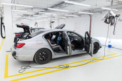 Im neuen Campus für autonomes Fahren stehen die Versuchsfahrzeuge vollgestopft mit Rechnern für die Aufbereitung der Daten.werk