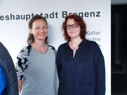 Im Publikum: Nina Fritsch (Junges Landestheater) und Intendantin Stefanie Gräve.