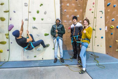 Jugendwerkstätten: Neben der Arbeit bleibt auch Zeit für sportliche Aktivitäten.JWD