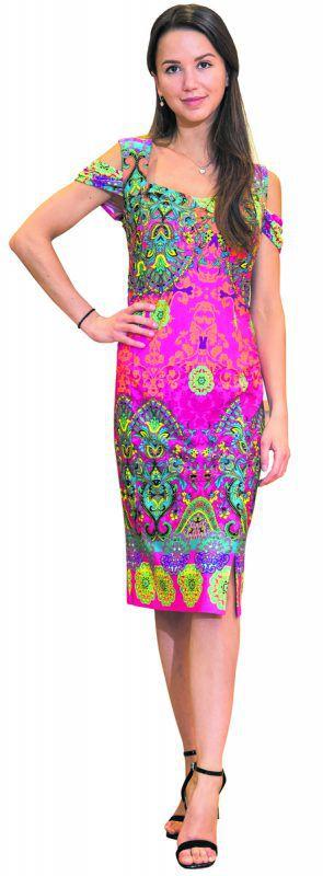 Julia aus Höchst             trägt ein Kleid mit frühlingshaftem Muster von Jones in Dornbirn. Gibt's um 129,90 Euro. VN/Steurer