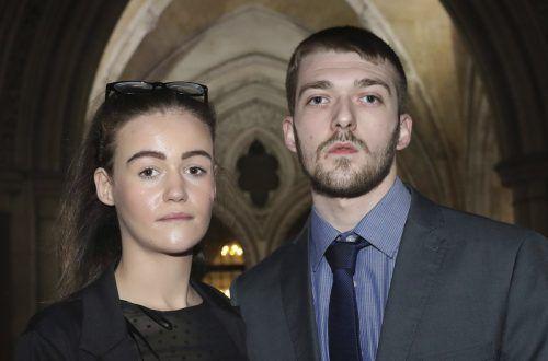 Kate und Tom Evans wollen ihr Kind nach Italien bringen lassen. AP