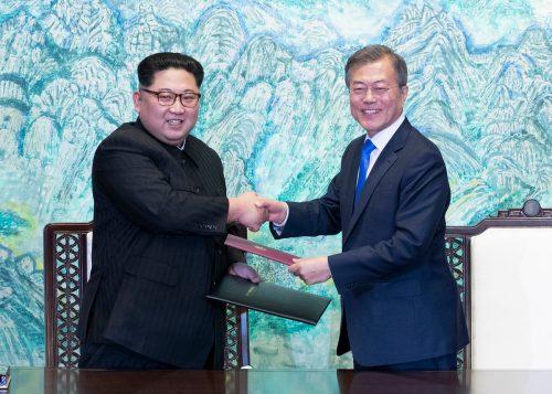 Kim und Moon kamen zu einem historischen Gipfel zusammen. AP
