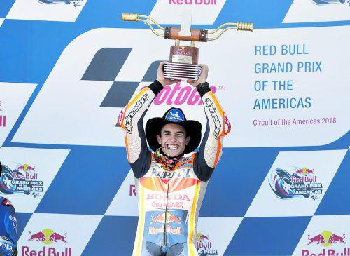 Marc Marquez gefällt sich in der Rolle des Cowboys in Austin. Der Spanier fuhr beim USA-Grand-Prix zum sechsten Mal zum Sieg.ap