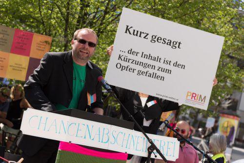 Michael Schiemer protestierte mit dem Stilmittel des Kabaretts gegen die Bildungspolitik.VN/Stiplovsek