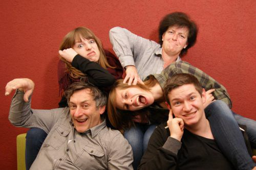"""""""Nit hudla"""" nennt sich das neue Programm der Familie Marte auf der Vereinshausbühne."""