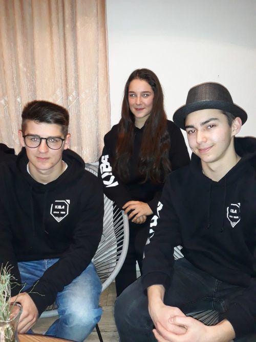 """Noah, 18 Jahre, Daniel, 17 Jahre und Hannah, 16 Jahre; Team: Lingenau: """"Da wir es gelernt haben respektvoll mit unseren Mitmenschen umzugehen, wäre es uns noch ein wichtiges Anliegen, dass wir als Jugendliche oftmals auch mehr Respekt von den älteren MitbürgerInnen bekommen würden! Koje"""