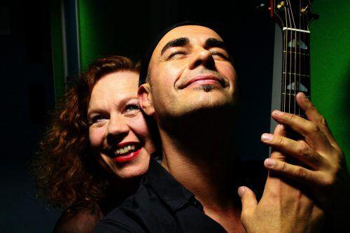 Sarah Jane begeistert mit ihrer Stimme, begleitet von Antonio an der Gitarre. VERANSTALTER