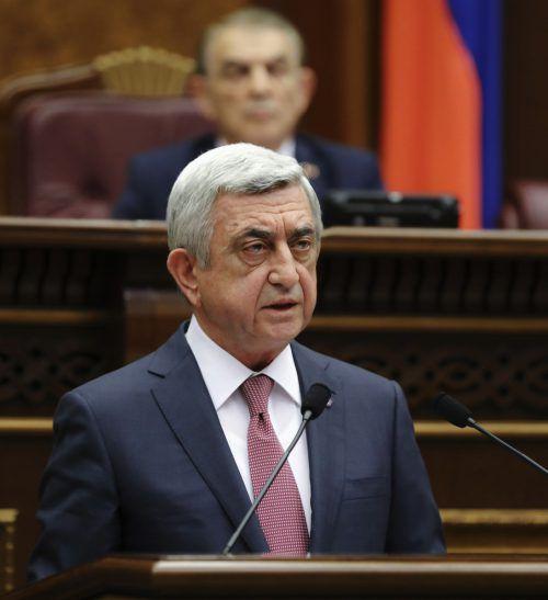Sarkissian beugte sich dem Druck tagelanger Proteste. AFP