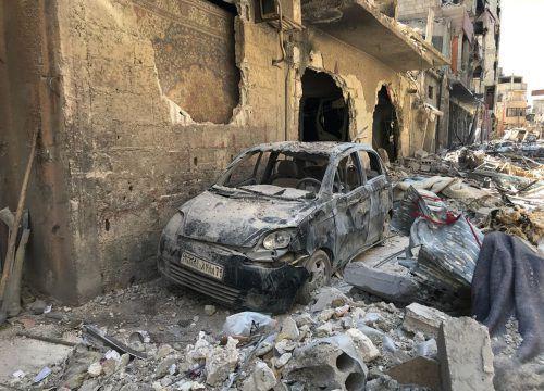 Schutt türmt sich in einer Straße in Duma. In der Stadt fand der mutmaßliche Chemiewaffenangriff statt. AP
