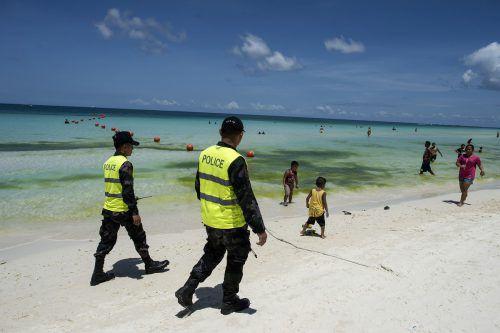 Sicherheitskräfte kontrollieren die Einhaltung des Besuchsverbots. AFP