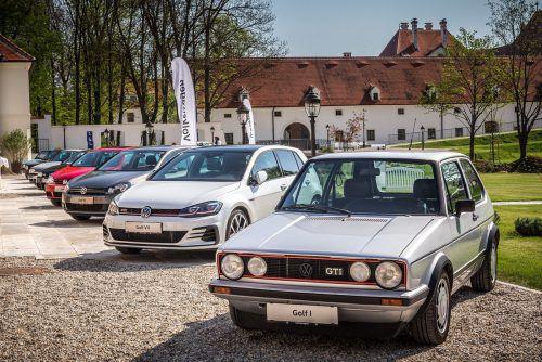 Sieben Generationen VW Golf: der Erstling aus dem Jahr 1974, der 2017 aktualisierte VIIer und seine Brüder.werk