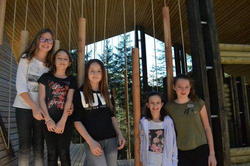 Stefanie, Valentina, Melina, Katherina und Leonie machten sichein erstes Bild von der neuen Klang-Rast-Stätte.BI