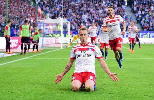 Torschütze Lewis Holtby steht für den Kampfgeist, den der Hamburger SV in der Endphase zeigt. Der Klassenerhalt ist für den Bundesliga-Dino wieder in Sicht.Gepa
