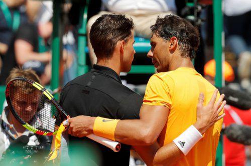 Trost von Rafael Nadal nach dem Sieg über Dominic Thiem. Er habe eines der besten Sandmatches seit einer Weile gespielt, meinte der Spanier.reuters
