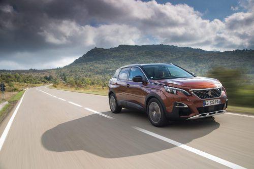 Trotz kompakter Abmessungen (4,447 Meter Länge) offeriert der Peugeot 3008 reichlich Passagier- und Gepäckraum – bei bescheidenem Sprit-Durst.