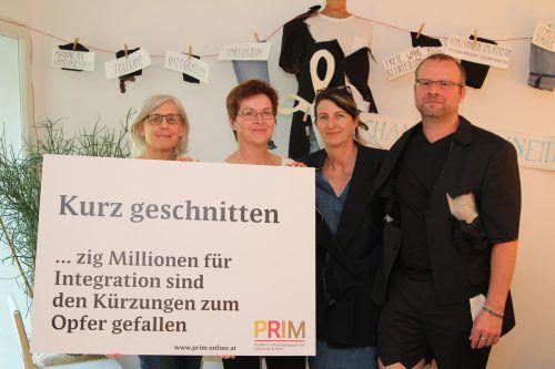 Ulrike Laine-Valentini, Sabine Jochum-Müller, Daniela Egger, Michael Schiemer (v. l.): Protest gegen Bildungspolitik. VOL/Rauch
