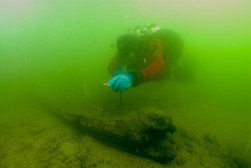 Unterwasserarchäologen dokumentierten den Fund aus dem Bodensee. BGfU