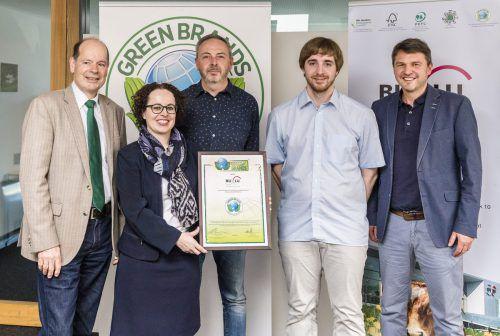 V. l. Norbert Lux (Green Brands), Christine Schwarz-Fuchs (BuLu-Geschäftsführerin), Alan Masetti (Produktionsleiter), Daniel Weiskopf (Controlling), Bgm. Kurt Fischer. BuLu