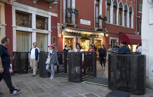 Venedig stellt Drehkreuze zur Regelung der Touristenströme auf. AP