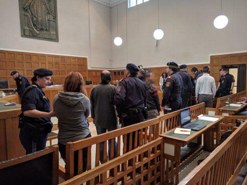 Vier der fünf Angeklagten nahmen die Urteile an, diese sind aber noch nicht rechtskräftig. stadler