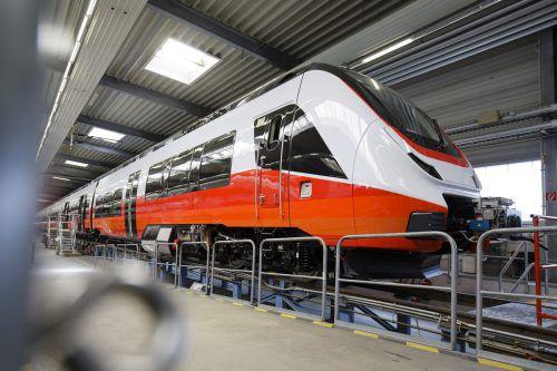 Vorarlbergs neue Zuggarnituren sind rot und weiß. So sehen sie aus. VLK
