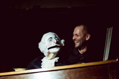 Wenn Christoph Hackenberg mit seiner Puppe für Haydn spricht, werden Emotionen fühlbar.viktor marin
