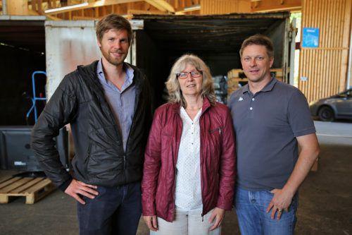 Aaron Oberscheider vom Umweltverband (l.), Feldkirchs Umweltstadträtin Marlene Thalhammer und ASZ-Leiter Marcel Längle.ETU
