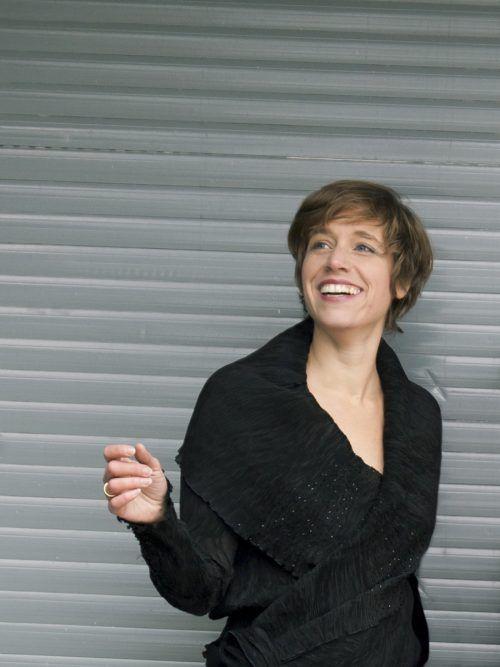 Agnes Palmisano präsentiert gekonnt den Wiener Dudeler, eine Mischung aus Jodler und Koloraturgesang.                              JULIA GRANDEGGER