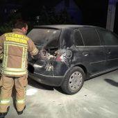 Auto geht in Flammen auf