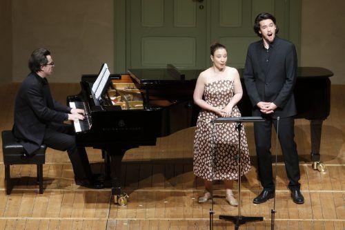 Begleitet von Daniel Heide am Klavier, singen Christina Landshamer und Andrè Schuen im Duett Lieder von Schumann. schubertiade
