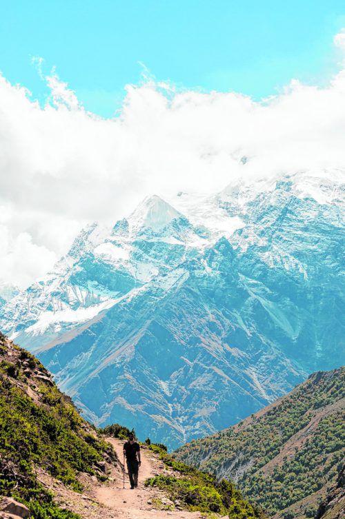 Bei gutem Wetter bieten die Trekkingtouren in Nepal einen spektakulären Ausblick auf die Berge. shutterstock