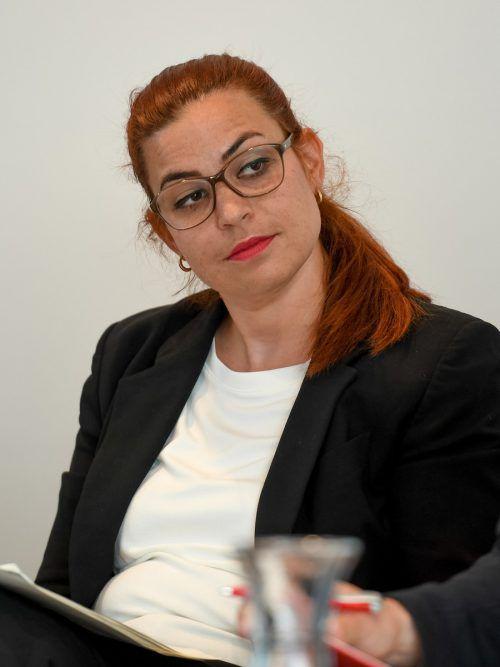 Als Veggie-Typ ist Nina Tomaselli mit dem Snackangebot am Verhandlungstisch sehr zufrieden.VN